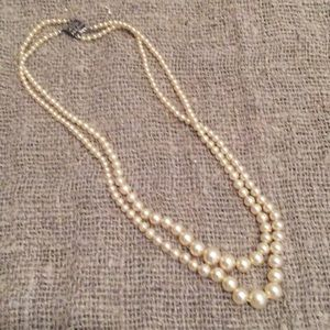 VINTAGE DOUBLE STRAND GRADUATED PEARL NECKLACE